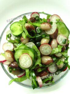 Весенний салат из редиса, фасоли, огурцов и зелени