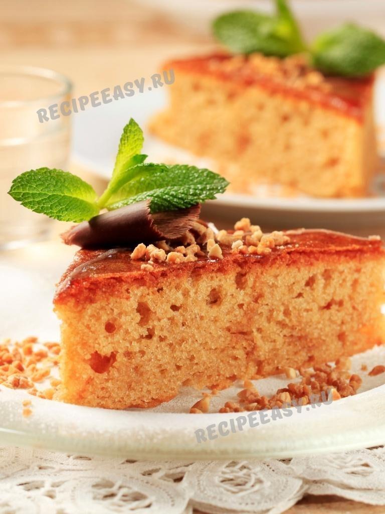 Кекс с кленовым сиропом и яблоками